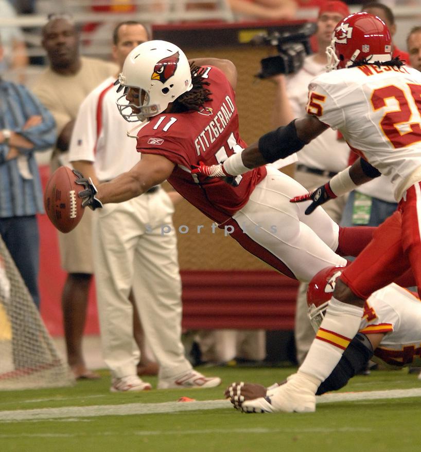 LARRY FITZGERALD, of the Arizona Cardinals, in action against the Kansas CIty Chiefs on October 8, 2006 in Phoenix, AZ...Chiefs win 23-20..David Durochik / SportPics.