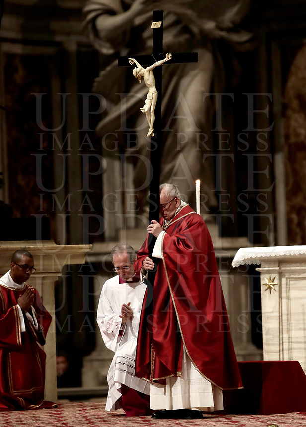 Pope Francis holds a crucifix as he celebrates the Good Friday Passion of Christ Mass inside St. Peter's Basilica, at the Vatican, Friday, March 30, 2018.<br /> UPDATE IMAGES PRESS/Isabella Bonotto<br /> <br /> STRICTLY ONLY FOR EDITORIAL USE