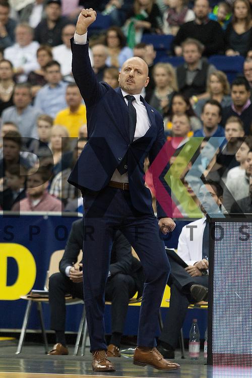 Berlins Headcoach Sasa Obradovic <br /> <br /> 12.12.15 BEKO BBL Basketball Bundesliga, ALBA Berlin - Brose Baskets Bamberg <br /> <br /> Foto &copy; PIX-Sportfotos *** Foto ist honorarpflichtig! *** Auf Anfrage in hoeherer Qualitaet/Aufloesung. Belegexemplar erbeten. Veroeffentlichung ausschliesslich fuer journalistisch-publizistische Zwecke. For editorial use only.
