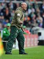 FUSSBALL   1. BUNDESLIGA   SAISON 2011/2012   34. SPIELTAG SV Werder Bremen - FC Schalke 04                       05.05.2012 Trainer Thomas Schaaf (SV Werder Bremen)  engagiert an der Seitenlinie