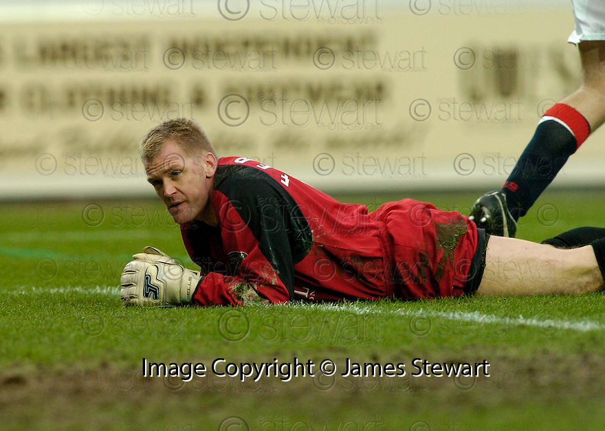 25/02/2006         Copyright Pic: James Stewart.File Name : sct_jspa08_falkirk_v_hibernian.FALKIRK KEEPER ALAN FERGUSON CAN'T BELIEVE HE MADE A SECOND MISTAKE ALLOWING GARY O'CONNOR TO SCORE HIBS SECOND GOAL.....Payments to :.James Stewart Photo Agency 19 Carronlea Drive, Falkirk. FK2 8DN      Vat Reg No. 607 6932 25.Office     : +44 (0)1324 570906     .Mobile   : +44 (0)7721 416997.Fax         : +44 (0)1324 570906.E-mail  :  jim@jspa.co.uk.If you require further information then contact Jim Stewart on any of the numbers above.........