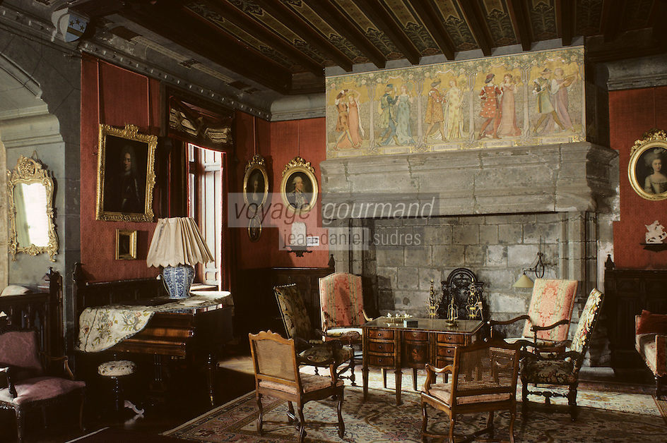 15 Cantal/Polminhac: Château de Pesteils - Grand salon