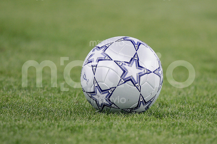 Fussball CHL Finale AC Mailand 2-1 FC Liverpool CHL Ball