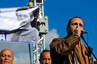 ATENCAO EDITOR FOTO EMBARGADA PARA VEICUO INTERNACIONAL - BUENOS AIRES, ARGENTINA, 25 DE SETEMBRO 2012 - Anibal Rucci durante a 39 º aniversário do assassinato de José Rucci, então secretário-geral da CGT (Confederação dos Sindicatos da Argentina), uma manifestação foi realizada em frente aos Tribunais Federais de Justiça ocorreu para exigir justiça. Rucci demanda da família do crime, um crime político, para ser considerado um crime contra a humanidade. FOTO: PATRICIO MURPHY - BRAZIL PHOTO PRESS.