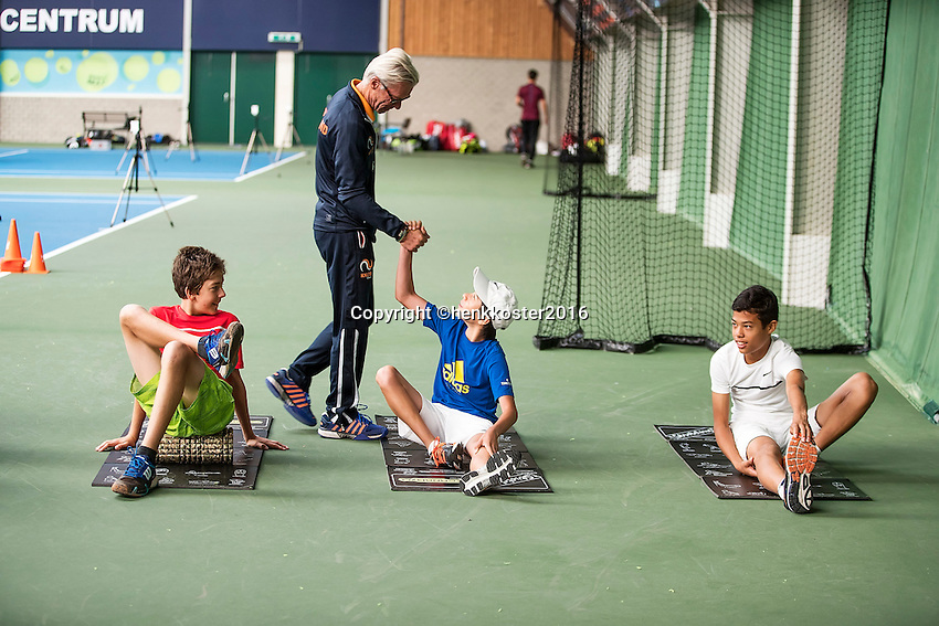 Almere, Netherlands, 24 september 2016, Kickoff Jong Oranje, warming up, coach Martin Bohm greets the players<br /> Photo: Tennisimages.com/Henk Koster