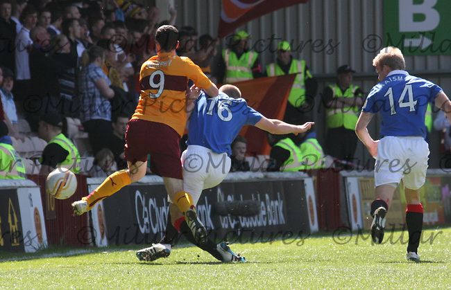 Steven Whittakers gets in a challenge on Jamie Murphy