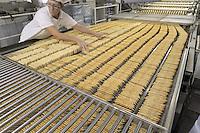 - Novara, stabilimento Pavesi (gruppo Barilla), linea di produzione dei crackers<br /> <br /> - Novara, Pavesi plant (Barilla Group), production line of crackers