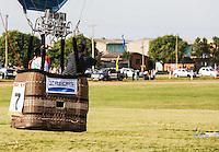 TORRES, RS, 02 DE MAIO 2013 - FESTIVAL INTERNACIONAL  DE BALONISMO - O competidor carioca Alexandre Giglio durante a primeira prova do Festival Internacional de Balonismo, em Torres, litoral norte do Rio Grande do Sul, na manhã desta quinta-feira, 02. O evento reunirá pilotos de vários lugares do mundo como Argentina, Peru, Austrália, França e Reino Unido e segue até domingo (5).(FOTO: WILLIAM VOLCOV / BRAZIL PHOTO PRESS).