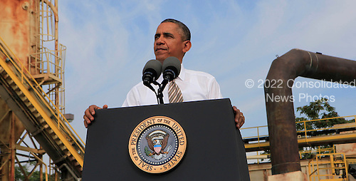 United States President Barack Obama visits M. Luis Construction, a small business based in Rockville, Maryland to discuss the need for Congress to act to pass a &quot;clean&quot; continuing budget resolution that does not defund &quot;ObamaCare&quot; on Thursday, October 3, 2013.  <br /> Credit: Dennis Brack / Pool via CNP
