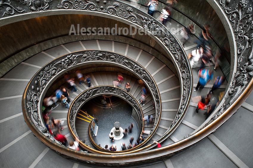 Rome 2013 - Musei Vaticani - Scala elicoidale ideata da Giuseppe Momo nel 1932.<br /> Vatican Museum - Spiral staircase designed by Giuseppe Momo in 1932.