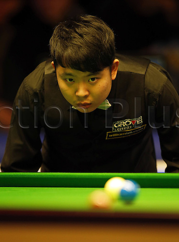 30.11.2013  Barbican, York, Yorkshire, England. Chinas Zhang Anda competes during the second round against Barry Hawkins of England in 2013 UK Snooker Championship at York Barbican Centre in York, Britain on Nov. 30, 2013. Zhang Anda lost 3-6.