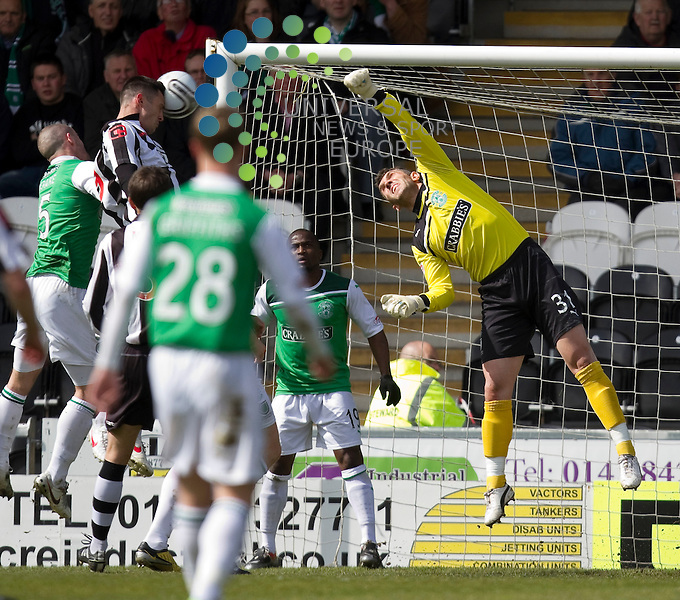 St Mirren v Hibernian  SPL season 2011-2012 ..Steven Thompson comes close with header during the Clydesdale Bank Premier League match between St Mirren and Hibernian at St Mirren Park Stadium on 29th April 2012...Picture: Alan Rennie/Universal News and Sport (Scotland)