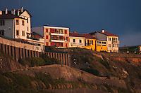Europe/France/Aquitaine/64/Pyrénées-Atlantiques/Pays-Basque/Biarritz: Maisons du quartier Bibi Beaurivage au dessus de la Plage de la Côte des Basques
