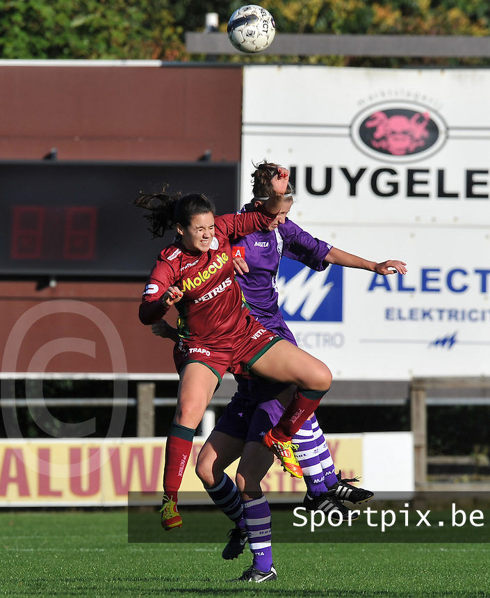 Beerschot Dames - Zulte-Waregem :  Pauline Crammer in een luchtduel.foto DAVID CATRY / Vrouwenteam.be