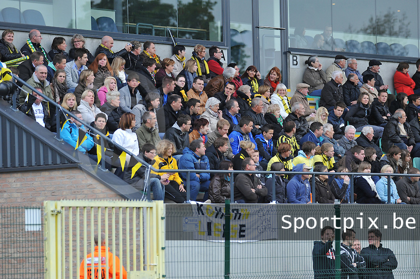 Bekerfinale 2012 : WD Lierse SK - Standard Femina :.het lierse publiek in de tribune van den dreef.foto David Catry / Joke Vuylsteke / Vrouwenteam.be
