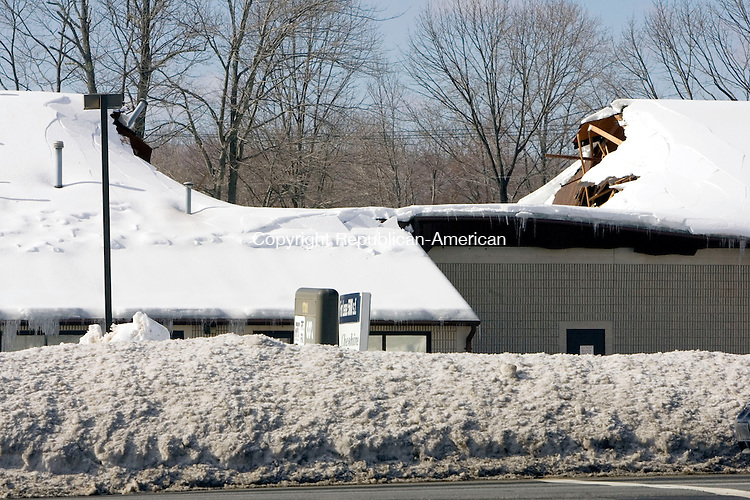 CHESHIRE, CT. 03 February 2011-020311SV03--Cox Communication on Highland Avenue had a patricidal roof collapse in Cheshire Thursday.<br /> Steven Valenti Republican-American