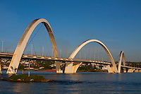 Brasilia_DF, Brasil...Ponte JK ou Ponte do Mosteiro sobre o Lago Paranoa em Brasilia, Distrito Federal...JK Bridge or Bridge of the Monastery on the Lake Paranoa in Brasilia, Distrito Federal...Foto: JOAO MARCOS ROSA / NITRO