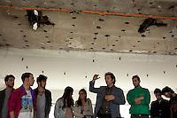 Milano: il collettivo Macao occupa la torre Galfa per farne un centro culturale. Nella foto un momento di una riunione di studenti di architettura per decidere come procedere con il lavori di ristrutturazione degli spazi occupati.