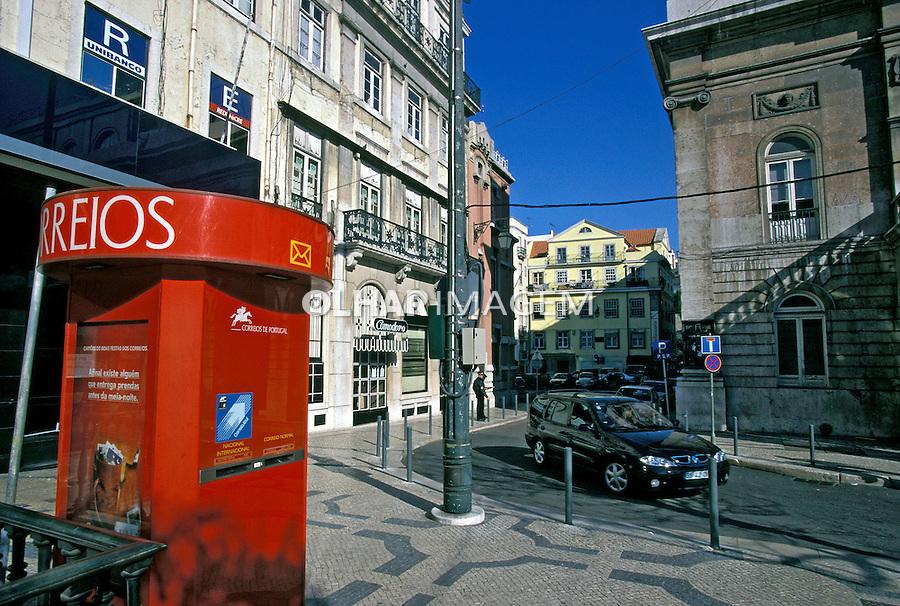 Caixa de correio na rua. Lisboa. Portugal. 1999. Foto de Juca Martins.
