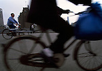 Asie, Chine, Shanghai, cycliste//Asia, China, Shanghai, cyclist
