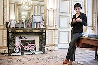 Rachida Dati, ancienne Garde des sceaux, maire du 7eme arrondissement de Paris et députée européenne dans son bureau de la mairie à Paris. Devant la cheminée, le vélo de sa fille Zohra, 3 ans et demi. Lundi 3 décembre 2012 - 2012©Jean-Claude Coutausse / french-politics pour le Parisien Magazine