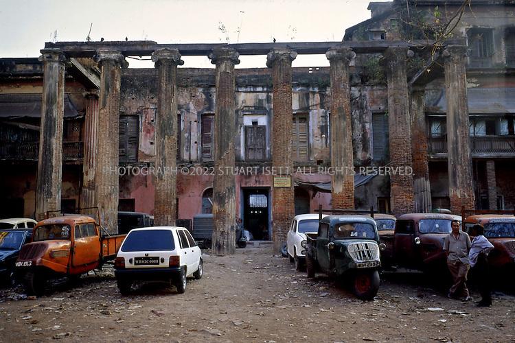 1/25/2004--Calcutta, India..The Marble Palace (abandoned wing), located on Muktarambabu Street off Chittaranjan Avenue in North Calcutta. ..Photograph by Stuart Isett.©2004 Stuart Isett. All rights reserved