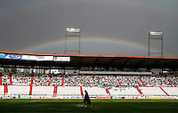 MANIZALES - COLOMBIA - 21-04-2013:El Arco Iris sobre, el partido en el estadio Palogrande de la ciudad de Manizales, abril 21 de 2013.Once Caldas venció dos goles a cero al Cúcuta Deportivo, en partido de la fecha 12 de la Liga Postobón I. (Foto: VizzorImage / Yonboni  / Str).  The rainbow over the match at the stadium Palogrande city of Manizales, April 21, 2013. Once Caldas won two goals to cero to Cucuta Deportivo, in a match for the twelfth date of the League Postobon I. (Photo: VizzorImage / Yonboni / Str)  .