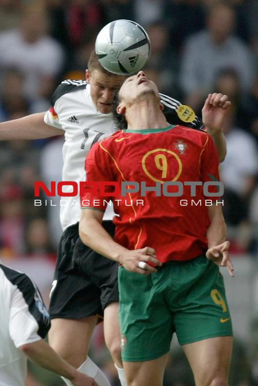 U21 - EM 2004 - Gruppe B<br /> <br /> Deutschland vs. Portugal<br /> <br /> Alexander Madlung (hinten) von Deutschland im Kopfball Duell mit Hugo Almeida (vorne) von Portugal.<br /> <br /> Foto &copy; nordphoto - Ruediger Lampe<br /> <br /> <br /> <br /> <br /> <br /> <br /> <br />  *** Local Caption *** Foto ist honorarpflichtig! zzgl. gesetzl. MwSt.<br /> <br />  Belegexemplar erforderlich<br /> <br /> Adresse: nordphoto<br /> <br /> Georg-Reinke-Strasse 1<br /> <br /> 49377 Vechta