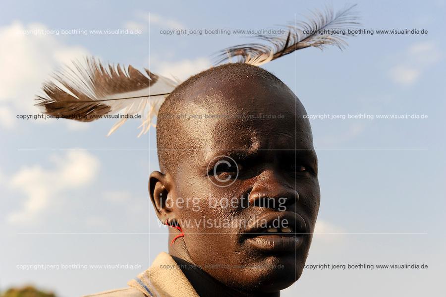 South Sudan, Rumbek, Dinka man with feather  / SUEDSUDAN Rumbek , Dinka Mann mit Feder