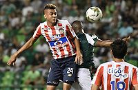PALMIRA - COLOMBIA, 17-04-2019: Andres Balanta del Cali disputa el balón con Victor Cantillo de Junior durante partido por la fecha 16 de la Liga Águila I 2019 entre Deportivo Cali y Atlético Junior jugado en el estadio Deportivo Cali de la ciudad de Palmira. / Andres Balanta of Cali vies for the ball with Victor Cantillo of Junior during match for the date 16 as part Aguila League I 2019 between Deportivo Cali and Atletico Junior played at Deportivo Cali stadium in Palmira city .  Photo: VizzorImage / Gabriel Aponte / Staff