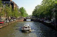 The canals along the Amstel river in Amsterdam (Netherlands, 12/04/1991)
