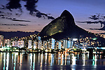 Entardecer na Lagoa Rodrigo de Freitas. Rio de Janeiro. 2000. Foto de Ricardo Azoury.