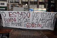 SÃO PAULO-SP -30,07,2014- ATO NACIONAL - PROTESTAR NÃO É CRIME - Manifestantes ocupam a Praça da Sé em protesto pelas prisões de manifetantes no Rio de Janeiro e São paulo, na Praça da Sé, região central da cidade São Paulo,nessa quarta-feira,30