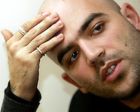 Lo scrittore Roberto Saviano durante un'intervista a Roma, 26 marzo 2008..Italian writer Roberto Saviano during an interview in Rome, 26 march 2008..UPDATE IMAGES PRESS/Riccardo De Luca