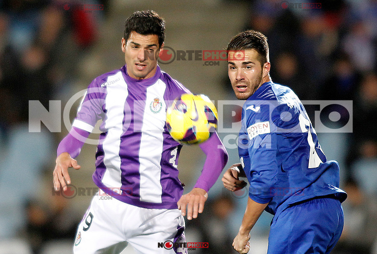Getafe's Xavi Torres (r) and Real Valladolid's Javi Guerra during La Liga match.November 18,2012. (ALTERPHOTOS/Acero) NortePhoto