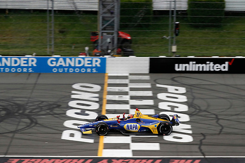 Alexander Rossi, Andretti Autosport Honda, checkered flag, finish line