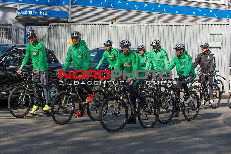17.04.2016, Trainingsgelaende, Bremen, GER, 1.FBL, Training Werder Bremen<br /> <br /> im Bild<br /> Jannik Vestergaard (Bremen #7), Florian Grillitsch (Bremen #27), Sambou Yatabar&eacute; / Yatabare (Bremen #5), Oliver H&uuml;sing / Huesing  (Bremen #25), Janek Sternberg (Bremen #37), Melvyn Lorenzen (Bremen #28), Maximilian Eggestein (Bremen #35), Alejandro G&aacute;lvez / Galvez (Bremen #4), Florian Kohfeldt (Werder Co Trainer), bei Radtour, <br /> <br /> Foto &copy; nordphoto / Ewert