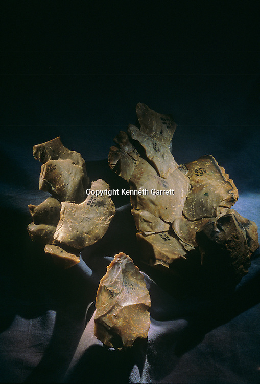 Neandertal; Neanderthal; Human Evolution; France, Tools, Hand Axe, Debitage