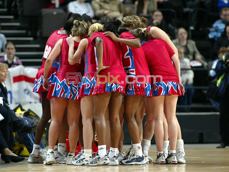 Pix: Simon Wilkinson/SWpix.com. International Netball. England v New Zealand. Test Series 2003. MEN Arena. Manchester. 24/02/03..COPYRIGHT PICTURE>>SIMON WILKINSON>>01943 436649>>..England's huddle up before their match against New Zealand