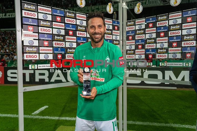 10.08.2019, wohninvest Weserstadion, Bremen, GER, DFB-Pokal, 1. Runde, SV Atlas Delmenhorst vs SV Werder Bremen<br /> <br /> DFB REGULATIONS PROHIBIT ANY USE OF PHOTOGRAPHS AS IMAGE SEQUENCES AND/OR QUASI-VIDEO.<br /> <br /> im Bild / picture shows<br /> Men of the match Claudio Pizarro (Werder Bremen #14)<br /> <br /> Foto © nordphoto / Kokenge