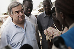 Antonio Guterres ecoute une responsable du HCR qui lui fait un point sur la situation au camp de Bahn au Liberia le 22 mars 2011<br /> <br /> Antonio Guterres listens to a HCR worker briefing him on the situation at Bahn Camp, Liberia, march 22 2011.