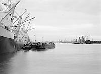 Augustus 1966. Schepen in de Haven van Antwerpen. Onder andere de Helga Witt en Maloca