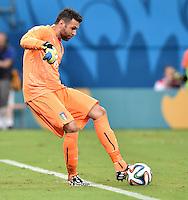 FUSSBALL WM 2014  VORRUNDE    Gruppe D     England - Italien                         14.06.2014 Torwart Salvatore Sirigu (Italien)