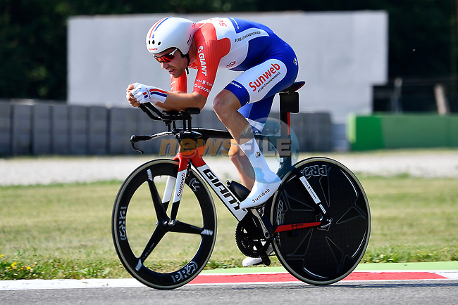 Favourite, Dutch National Champion, Tom Dumoulin (NED) Team Sunweb in action during Stage 21 of the 100th edition of the Giro d'Italia 2017, an individual time trial running 29.3km from Monza Autodrome to Milan Duomo, Italy. 28th May 2017.<br /> Picture: LaPresse/Fabio Ferrari | Cyclefile<br /> <br /> <br /> All photos usage must carry mandatory copyright credit (&copy; Cyclefile | LaPresse/Fabio Ferrari)