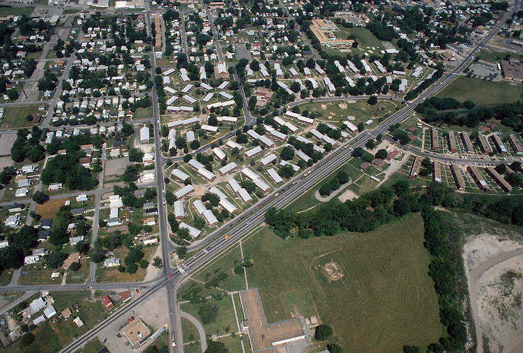 1992 May 23..Assisted Housing..Diggs Town (6-6)...Looking Northwest.Berkley Avenue left.Campostella on right...NEG#.NRHA#..HOUSING: DiggsTn2 1:6