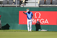 Soren Kjeldsen (DEN) gets a free drop at the 18th green during Saturday's Round 3 of the 2018 Omega European Masters, held at the Golf Club Crans-Sur-Sierre, Crans Montana, Switzerland. 8th September 2018.<br /> Picture: Eoin Clarke | Golffile<br /> <br /> <br /> All photos usage must carry mandatory copyright credit (&copy; Golffile | Eoin Clarke)