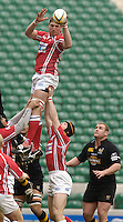 Twickenham, LONDON, Llanelli's, Adam Jones, re directs the line out ball, to his backs during the 2006 Powergen Cup Final between London Wasps and Llanelli Scarlets, at the RFU Stadium ENGLAND, 09.04.2006, 2006, , © Peter Spurrier/Intersport-images.com.   [Mandatory Credit, Peter Spurier/ Intersport Images].