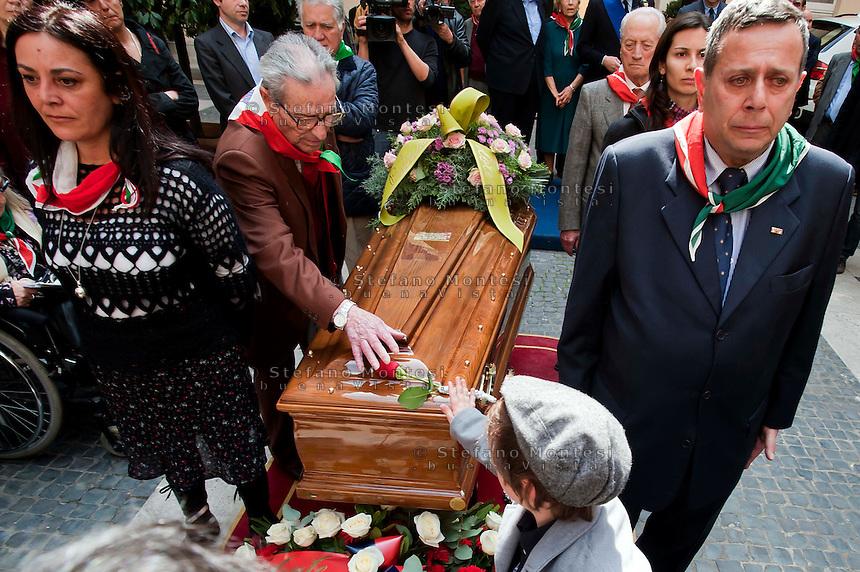 Roma, 4 Aprile 2012.Funerali del partigiano Rosario Bentivegna nella sede della Provincia di Roma.Partigiani e rappresentanti dell'ANPI durante la commemorazione.