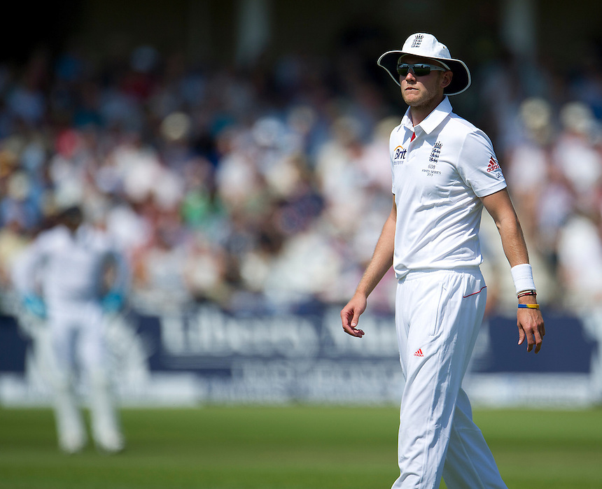 England's Stuart Broad <br /> <br />  (Photo by Stephen White/CameraSport) <br /> <br /> International Cricket - First Investec Ashes Test Match - England v Australia - Day 2 - Thursday 11th July 2013 - Trent Bridge - Nottingham<br /> <br /> &copy; CameraSport - 43 Linden Ave. Countesthorpe. Leicester. England. LE8 5PG - Tel: +44 (0) 116 277 4147 - admin@camerasport.com - www.camerasport.com