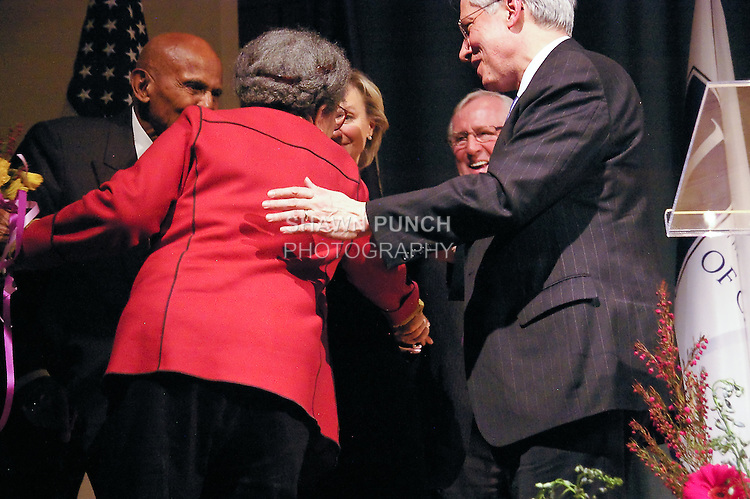 Len Cariou congradulates Marian Wright Edelman for her Justice Award, at the John Jay Justice Award ceremony, April 5 2011.
